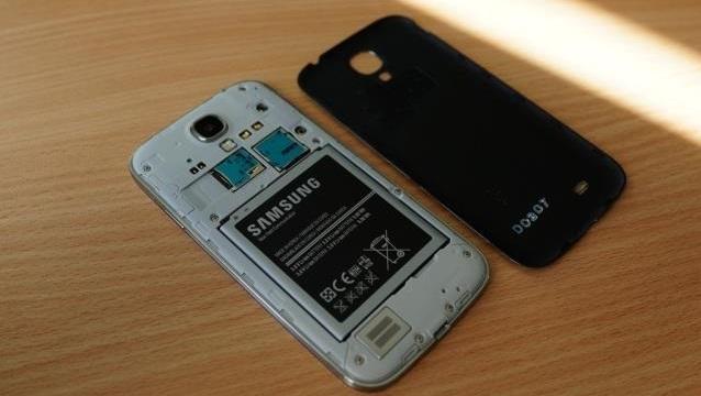 جدا کردن باتری موبایل